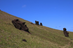 Ile de Paques - Rano Raraku -Moai enfouis