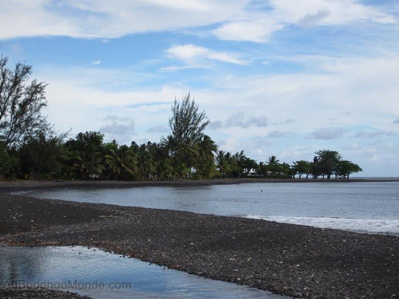 Tahiti - Plage de sable noir