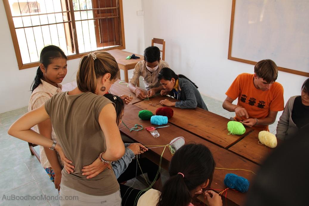 Enfants du Mékong - atelier bracelet