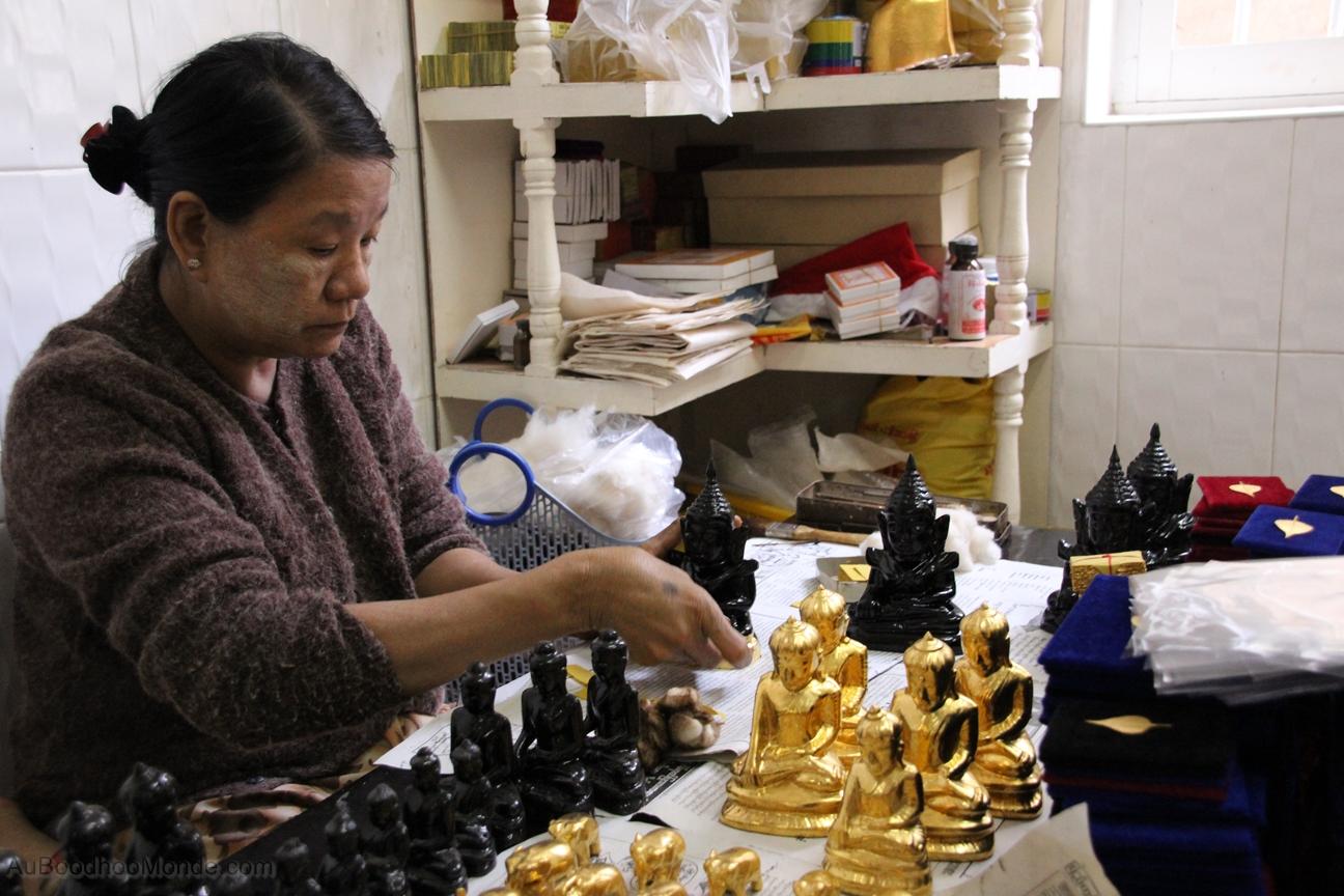 Myanmar - Mandalay - Feuilles or