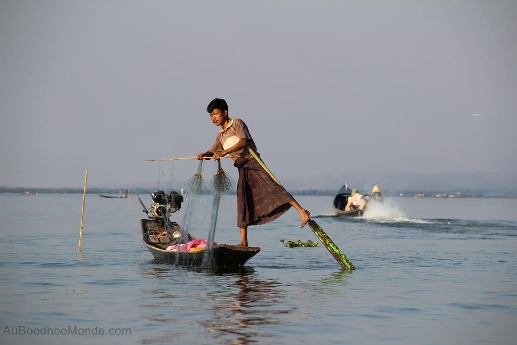 Myanmar - Ramer avec les pieds