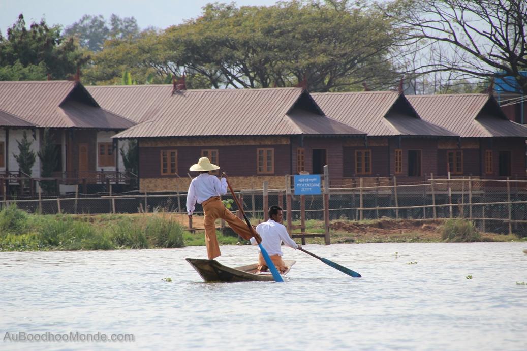 Myanmar - pecheur pagaie pied