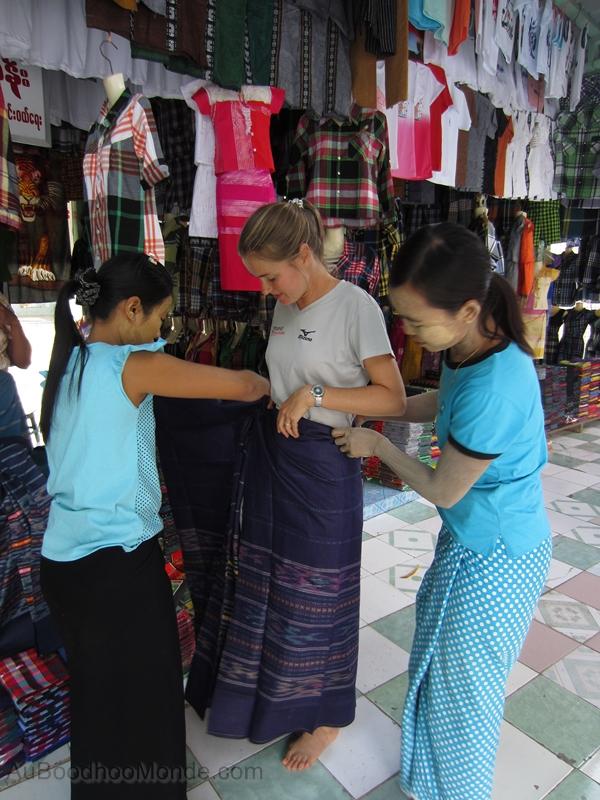 Myanmar - Longyi