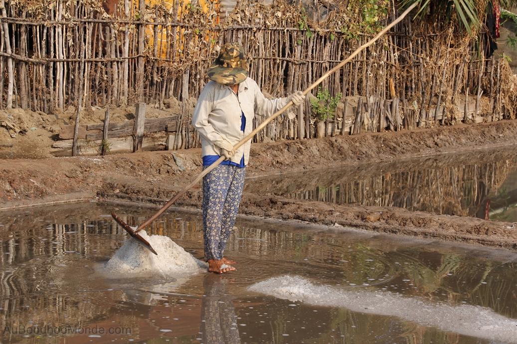 Cambodge - Marais salants - Travailleuse