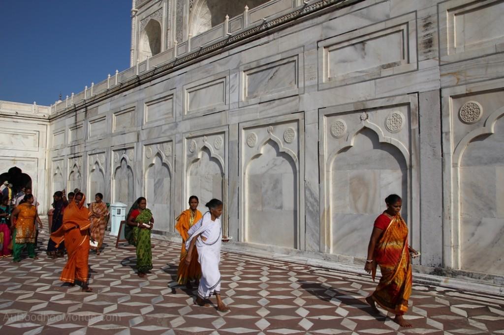 Inde - Femmes sari Taj Mahal